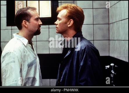 Prod DB © 20th Century Fox / DR KISS OF DEATH (KISS OF DEATH) de Barbet Schroeder 1995 USA avec Nicolas Cage et David Caruso face a face, intimidation - Stock Photo