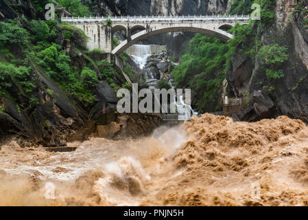 Tiger Leaping Gorge is a scenic gorge on the Jinsha River, a primary tributary of the upper Yangtze River, near Lijiang,Yunnan,China. - Stock Photo