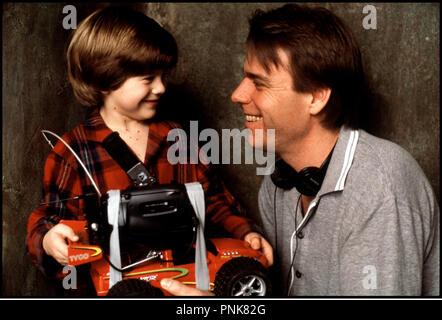 Prod DB © 20th Century Fox / DR MAMAN, JE M'OCCUPE DES MECHANTS (HOME ALONE 3) de Raja Gosnell 1997 USA avec Alex D. Linz et Raja Gosnell sur le tournage - Stock Photo