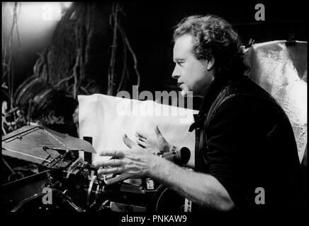 Prod DB © 20 TH Century Fox / DR LEGEND (LEGEND) de Ridley Scott GB 1985 avec Ridley Scott sur le tournage camera - Stock Photo