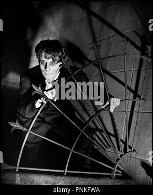 Prod DB ©Universal Pictures / DR THE MAD GHOUL de James P. Hogan 1943 USA avec David Bruce fantastique, horreur, ambiance, mort vivant, mutant, creature, ombre - Stock Photo