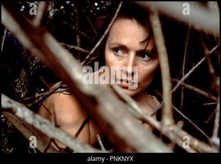 Prod DB © Jan Chapman - BMP / DR LANTANA (LANTANA) de Ray Lawrence 2001 USA avec Rachel Blake buisssons, cachette, nudite d'apres la piece de Andrew Bovell - Stock Photo