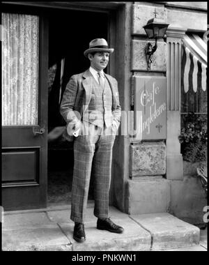 Prod DB © MGM / DR LOUFOQUE ET Cie (LOVE ON THE RUN) de W.S. Van Dyke 1936 USA avec Clark Gable elegance code 948 - Stock Photo