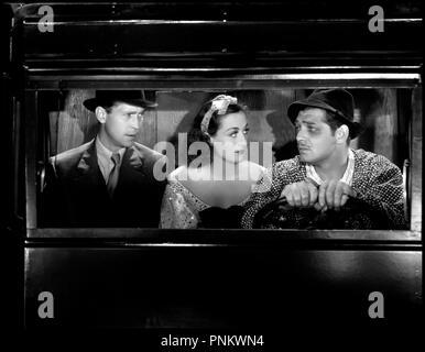 Prod DB © MGM / DR LOUFOQUE ET Cie (LOVE ON THE RUN) de W.S. Van Dyke 1936 USA avec Franchot Tone, Joan Crawford et Clark Gable conduire, panne d'essence code 948 - Stock Photo