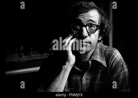 Prod DB © United Artists / DR MANHATTAN de Woody Allen 1979 USA avec Woody Allen pensif - Stock Photo