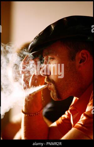 Prod DB ©Working Title - Universal / DR MI$E A PRIX (SMOKIN' ACES) de Joe Carnahan 2007 USA / GB / FRA avec Ben Affleck fumee, cigarette, fumer, casquette - Stock Photo