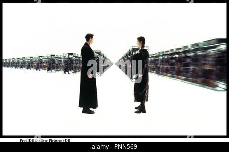 Prod DB © Silver Pictures / DR MATRIX (THE MATRIX) de Andy et Larry Wachowski 1999 USA avec Keanu Reeves et Carrie Anne Moss virtuel, manteau de cuir, face ˆ face - Stock Photo