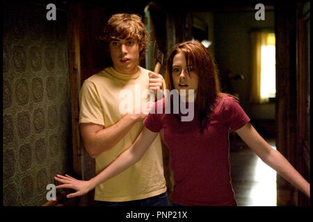 Prod DB © Bluestar Entertainment / DR LES MESSAGERS (THE MESSENGERS) de Oxide Pang et Danny Pang 2007 USA avec Dustin Milligan et Kristen Stewart - Stock Photo