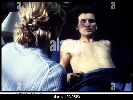 Prod DB © Granada Films / DR MORT CLINIQUE (HEART) de Charles McDougall 1999 GB avec Christopher Eccleston et Saskia Reeves opŽration, rŽanimation, mort-vivant - Stock Photo