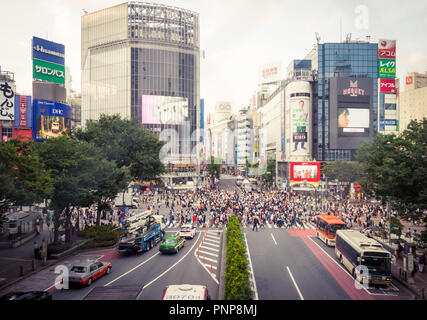 The busy Shibuya scramble crossing (Shibuya Crossing), reputed to be the busiest crosswalk in the world.  Shibuya, Tokyo, Japan. - Stock Photo