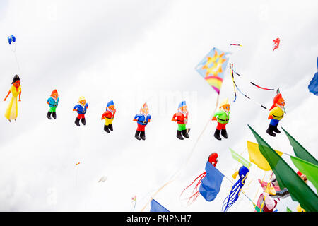 Berlin, Germany. 22 September 2018, Berlin: Kites in the form of Snow White and the seven dwarves take to the air at the festival of giant kites of the housing association Stadt und Land on the Tempelhofer Feld. Kite aficionados from all over Europe show their up to 20 meters high and about 50 meters long kites. Photo: Christoph Soeder/dpa Credit: dpa picture alliance/Alamy Live News - Stock Photo