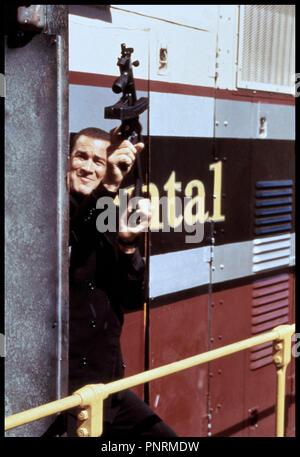 Prod DB © Warner Bros / DR PIEGE A GRANDE VITESSE (UNDER SIEGE 2: DARK TERRITORY) de Geoff Murphy 1995 USA avec Steven Seagal fusil mitrailleur - Stock Photo