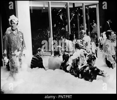 Prod DB © Mirisch Corporation / DR LA PARTY (THE PARTY) de Blake Edwards 1968 USA avec Peter Sellers fete, orgie, bain moussant, comedie, soiree mousse - Stock Photo