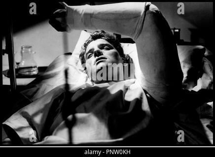 Prod DB © Universal / DR POUR TOI J'AI TUE (CRISS CROSS) 1949 de Robert Siodmak USA d'apres le roman de Don Tracy avec Burt Lancaster  platre, accidente, bras casse, malade - Stock Photo