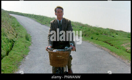 Prod DB © HandMade Films / DR PORC ROYAL (A PRIVATE FUNCTION) de Malcolm Mowbray 1984 GB avec Michael Palin vélo, bicyclette - Stock Photo