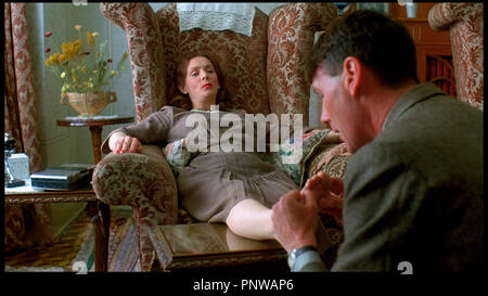 Prod DB © HandMade Films / DR PORC ROYAL (A PRIVATE FUNCTION) de Malcolm Mowbray 1984 GB avec Alison Steadman et Michael Palin massage des pieds - Stock Photo