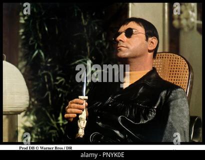 Prod DB © Warner Bros / DR SEULE DANS LA NUIT (WAIT UNTIL DARK) de Terence Young 1967 USA avec Alan Arkin poignard, sadique, lunettes de soleil,  d'aprs la pice de Frederick Knott - Stock Photo