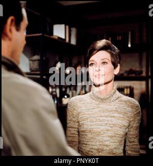 Prod DB © Warner Bros / DR SEULE DANS LA NUIT (WAIT UNTIL DARK) de Terence Young 1967 USA avec Richard Crenna et Audrey Hepburn  d'apres la piece de Frederick Knott couple - Stock Photo