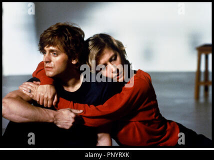 Prod DB © Columbia / DR SOLEIL DE NUIT (WHITE NIGHTS) de Taylor Hackford 1985 USA avec Mikhail Baryshnikov et Helen Mirren couple, tendresse - Stock Photo