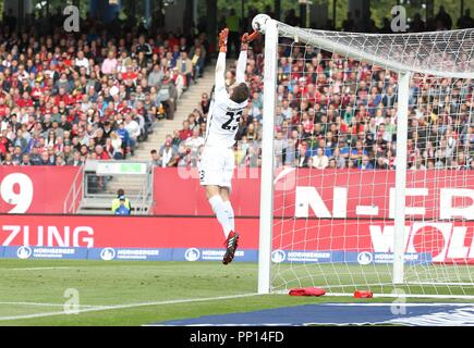 firo: 22.09.2018 Fuvuball, Football: 1.Bundesliga 1.FC Nvºrnberg - Hanover 96, Michael Esser, Hannover, full figure | usage worldwide - Stock Photo