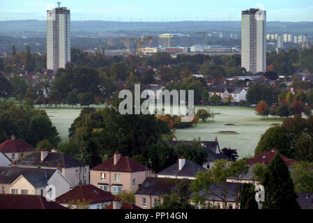 Glasgow, Scotland, UK,23rd September, 2018. UK Weather. Dawn on the Autumnal equinox saw clear sky overnight give way to an open dawn with no rain in the  forecast for the official end of summer. The first frost of the year turns the greens and fairways of knightswood golf course to white marking a conjunction of calendar and nature. Gerard Ferry/Alamy news - Stock Photo