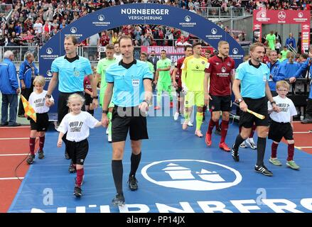 firo: 22.09.2018 Fuvuball, Football: 1.Bundesliga 1.FC Nvºrnberg - Hanover 96 2: 0, Bastian Dankert, Einlauf, Hinterleger, General, | usage worldwide - Stock Photo