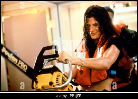 Prod DB © 20 TH Century Fox / DR SPEED 2 (SPEED 2: CRUISE CONTROL) de Jan De Bont 1997 USA avec Sandra Bullock tronconneuse - Stock Photo