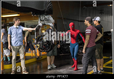 Prod DB © Sony - Columbia Pictures - Marvel Entertainment - LStar Capital - Pascal Pictures / DR SPIDER-MAN: HOMECOMING de Jon Watts 2017 USA avec Jon Watts et Tom Holland sur le tournage - Stock Photo