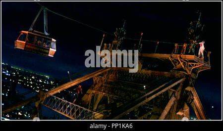 Prod DB © Columbia - Marvel / DR SPIDER-MAN (SPIDERMAN) de Sam Raimi 2002 USA téléphérique du Queensboro Bridge, New York d'après le comics de Stan Lee - Stock Photo