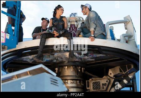 Prod DB © Marvel Studios - Walt Disney Studios Motion Pictures / DR THOR: RAGNAROK (THOR: RAGNAROK) de Taika Waititi 2017 USA avec Tessa Thompson et Taika Waititi sur le tournage - Stock Photo