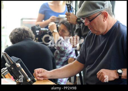 Prod DB © N. Dove - Film4 - Free Range Films - Le Bureau / DR UN WEEK-END A PARIS (LE WEEK-END) de Roger Michell 2013 GB avec Roger Michell sur le tournage - Stock Photo