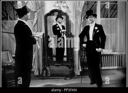 Prod DB © Universum Film AG (UFA) / DR VICTOR VICTORIA (VIKTOR UND VIKTORIA) de Reinhold Schunzel 1933 ALL. avec Hermann Thimig et Renate Mueller femme travestie en homme, smoking, habit de soiree - Stock Photo