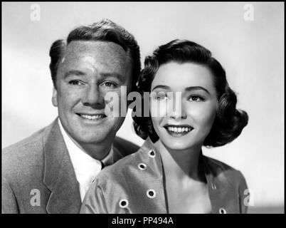 Prod DB © Metro-Goldwyn-Mayer / DR WASHINGTON STORY de Robert Pirosh 1952 USA avec Van Johnson et Patricia Neal couple, portrait - Stock Photo
