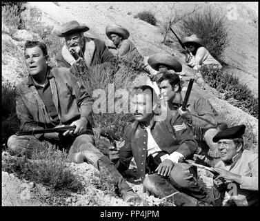 Prod DB © Jadran Film - Rialto Film Preben Philipsen / DR WINNETOU UND SEIN FREUND OLD FIREHAND (WINNETOU UND SEIN FREUND OLD FIREHAND / WINNETOU: THUNDER AT THE BORDER, titre americain) de Alfred Vohrer 1966 ALL / YOU avec Rod Cameron et Rik Battaglia western, fusillade d'apres le roman de Karl May - Stock Photo