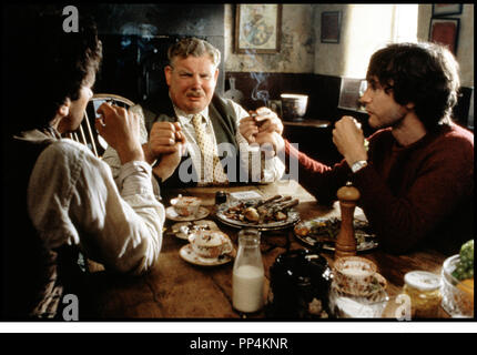 Prod DB © Handmade Films / DR WITHNAIL ET MOI (WITHNAIL & I) de Bruce Robinson 1987 GB repas, cigarette, campagne, - Stock Photo