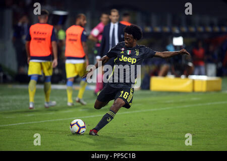 Frosinone, Italy. 23rd September, 2018. 23.09.2018. Stadio Matusa, Frosinone, Italy. SERIE A:JAUN CUADRADO  in action during the ITALIAN SERIE A match between FROSINONE CALCIO v FC JUVENTUS at Matusa Stadium in Frosinone. Credit: marco iacobucci/Alamy Live News - Stock Photo