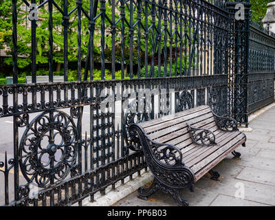 Bench and gate outside the Natural History Museum, London, England, Great Britain, UK - Stock Photo