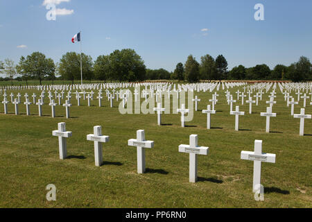 Graves of French soldiers fallen during World War II at the Suippes National Cemetery (Nécropole nationale de la Ferme de Suippes) near Suippes in Marne region in north-eastern France. Over 1,900 French soldiers fallen in June 1940 during World War II are buried at the cemetery. - Stock Photo
