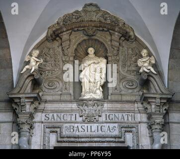 IGNACIO DE LOYOLA, San (Iñigo López de Loyola). (Loyola-Azpeitia,1491-Roma,1556). Fundador de la Compañía de Jesús. Fue canonizado en 1622. Detalle escultórico sobre el pórtico de entrada a la BASILICA del SANTUARIO DE LOYOLA. AZPEITIA. Provincia de Guipúzcoa. País Vasco. - Stock Photo