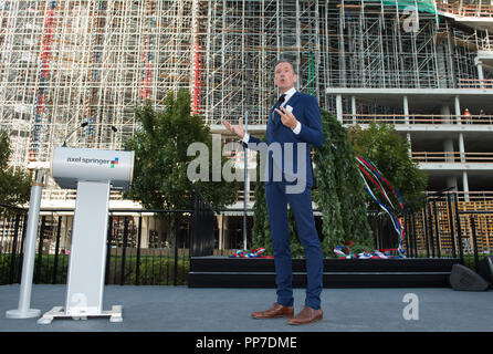 Dr. Mathias DOEPFNER (Management Chairman Axel Springer SE) welcomes the topping out ceremony. Topping-out ceremony of the new publishing house of Axel Springer SE in non-adjacent vicinity to the headquarters in Berlin, Germany on 04.09.2018.   Usage worldwide - Stock Photo