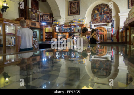 CUB, Kuba, Havanna, 19.03.2018, Havanna Zigarrenfabrik Verkaufsraum [2018 Christoph Hermann] - Stock Photo