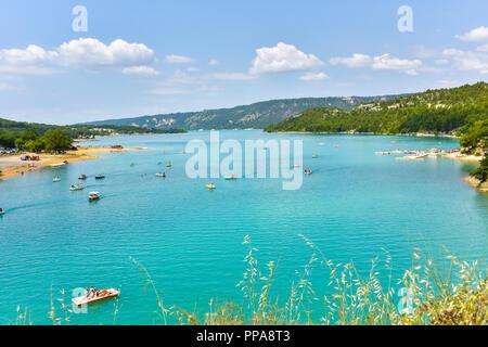 lake of Sainte-Croix, Provence, France, Moustiers-Sainte-Marie, department Alpes-de-Haute-Provence, region Provence-Alpes-Côte d'Azur - Stock Photo