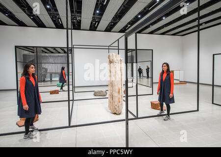 London, UK. 25th September, 2018. WeltenLinie, 2017, by Alicja Kwade - Space Shifters - Hayward Gallery's new major exhibition which runs 26 September - 6 January. The show features artworks by 20 leading international artists that disrupt the visitor's sense of space and alter their perception of their surroundings. Credit: Guy Bell/Alamy Live News - Stock Photo