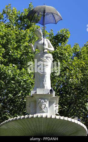 Joan Roig Soler (1852-1909). Spanish sculptor. THE LADY OF THE UMBRELLA (1884). Citadel Park. Barcelona. Catalonia. Spain. - Stock Photo