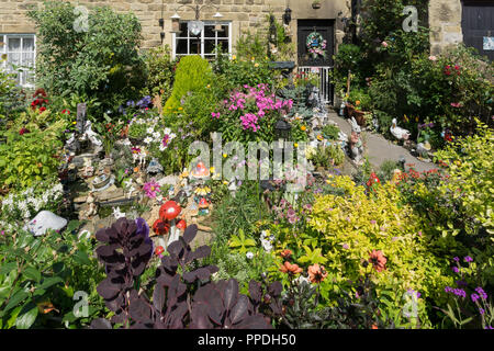 Colourful cottage garden in Summer in one of the so called Plague Cottages, Eyam, Derbyshire, UK - Stock Photo