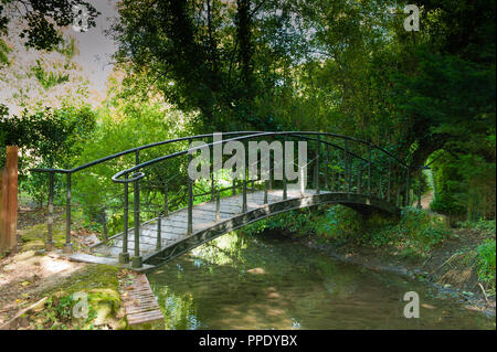 Early 19th century cast iron footbridge over River Wylye in Bishopstrow, Wiltshire, UK. - Stock Photo