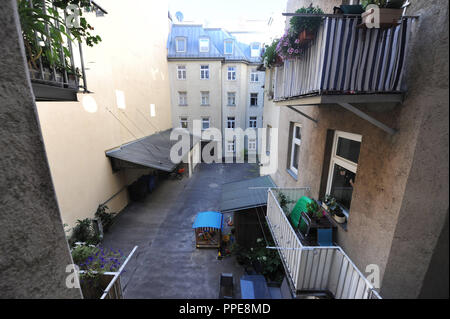Backyard of a listed building in the Rosenheimer Strasse. The house is expected to be put up for compulsory sale and the tenants fear a gentrification. - Stock Photo