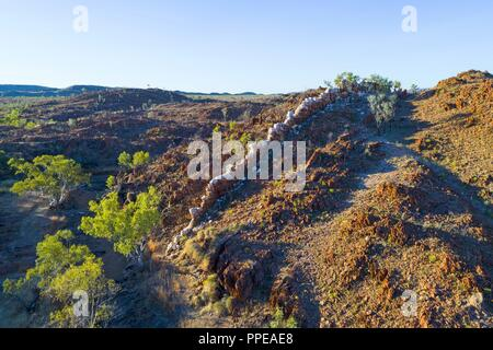 Aerial view of the China Wall, a sub vertical quartz vein protruding from the ground, Halls Creek, Kimberley,Northwest Australia | usage worldwide - Stock Photo