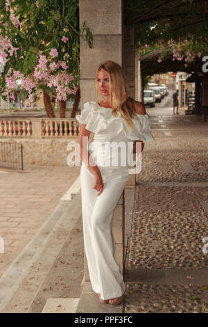 Europa Spanien Mallorca Arta blonde Schönheit mit langem Haar - Stock Photo