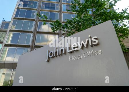 UK: Head office of John Lewis (department store) in 171 Victoria St, Westminster, London. Photo from 09. Mai 2010. | usage worldwide - Stock Photo